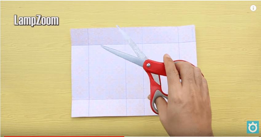 Cắt các cạnh của hộp giấy