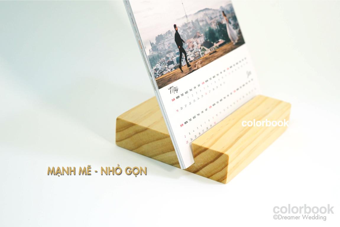 Mẫu lịch để bàn đế gỗ đẹp
