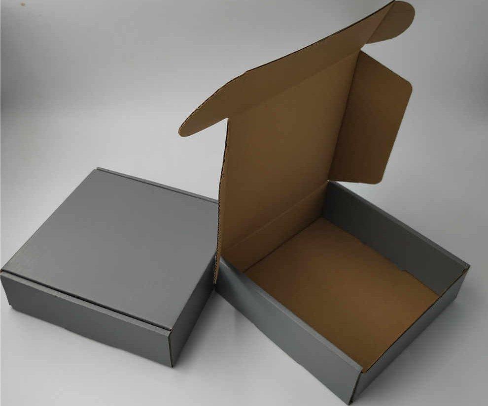 Hộp carton nắp gài đựng quần áo in offset